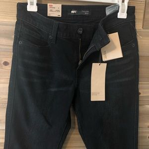 NWT Levi's flatter and flaunt skinny jeans